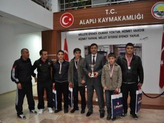 Güreşçiler Kaymakam Malğaç'ı ziyaret etti