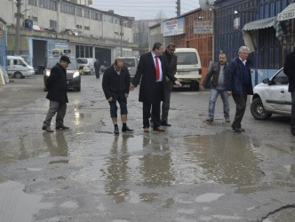 """TEKİN: """"SANAYİ ESNAFI ÇİLE ÇEKİYOR"""""""
