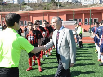 Başkan Çimenoğlu, okullar arası futbol turnuvasını izledi