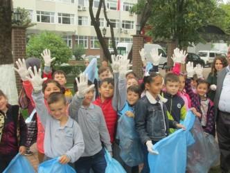 150 ÖĞRENCİ ÇÖP TOPLADI