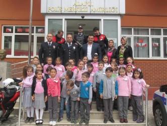 MİNİK ÖĞRENCİLERDEN POLİSE ZİYARET