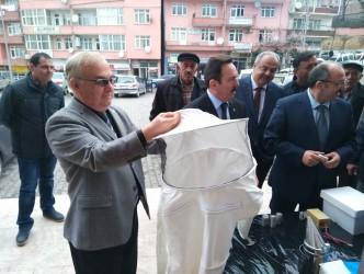 ALAPLI'DA ORGANİK ARICIYA MALZEME VERİLDİ